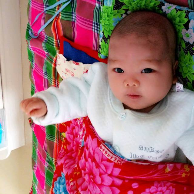 睡出漂亮的头型_宝宝出生时,头型挤的很难剪学士戴短发帽图片