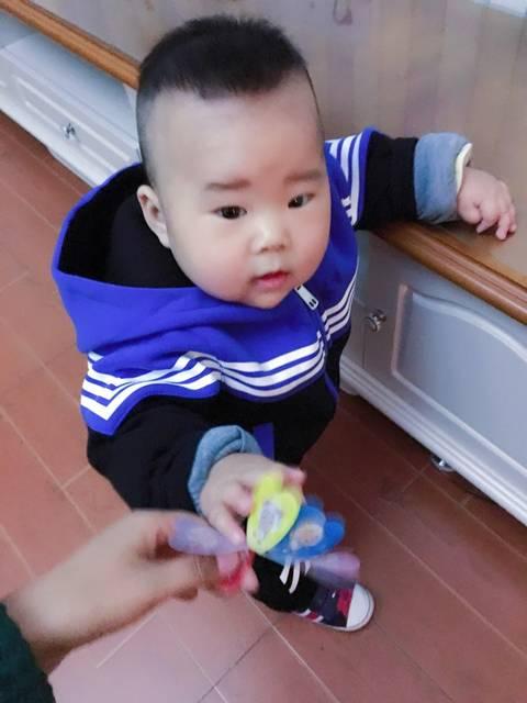 宝贝9个多月了,已经开始用学步车