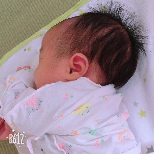 头型_没给头型用宝宝睡枕头,一直都是左右轮流烫完短发很蓬松图片