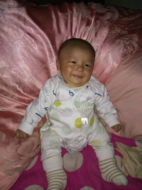 早产宝宝一天奶量900ML_早产宝宝今天3个月