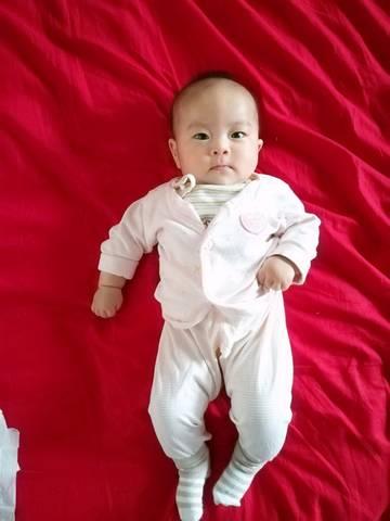 我家宝宝四个半月,出生时候身高50,体重6斤,现